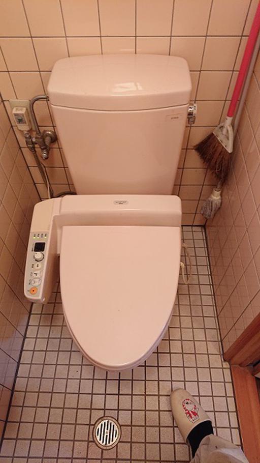 トイレを外す前(これはトイレ交換中です)
